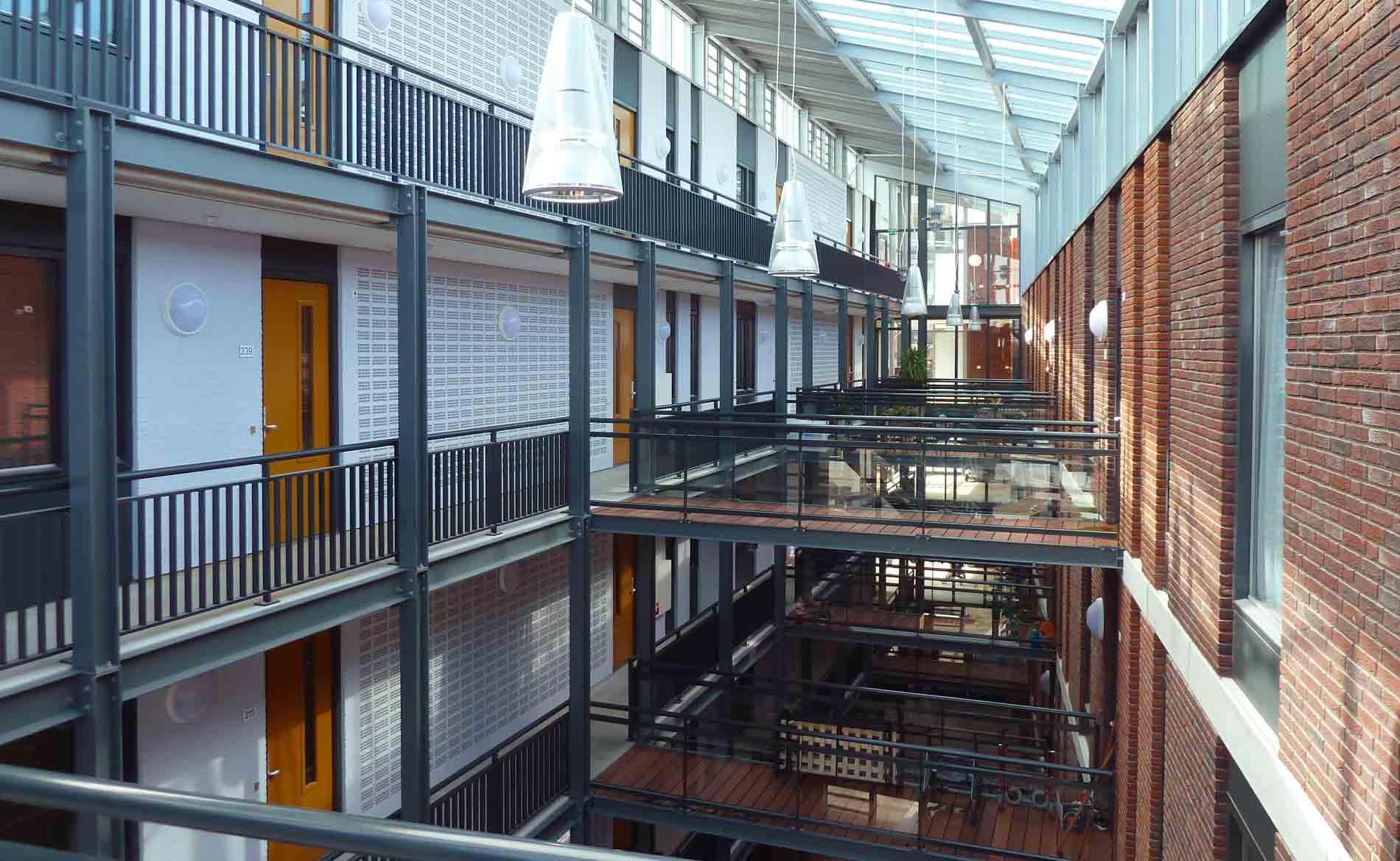 architect seniorenappartementen atrium Indische ouderen herstructurering centrum parkeergarage Tjempaka Den Helder BBHD architecten