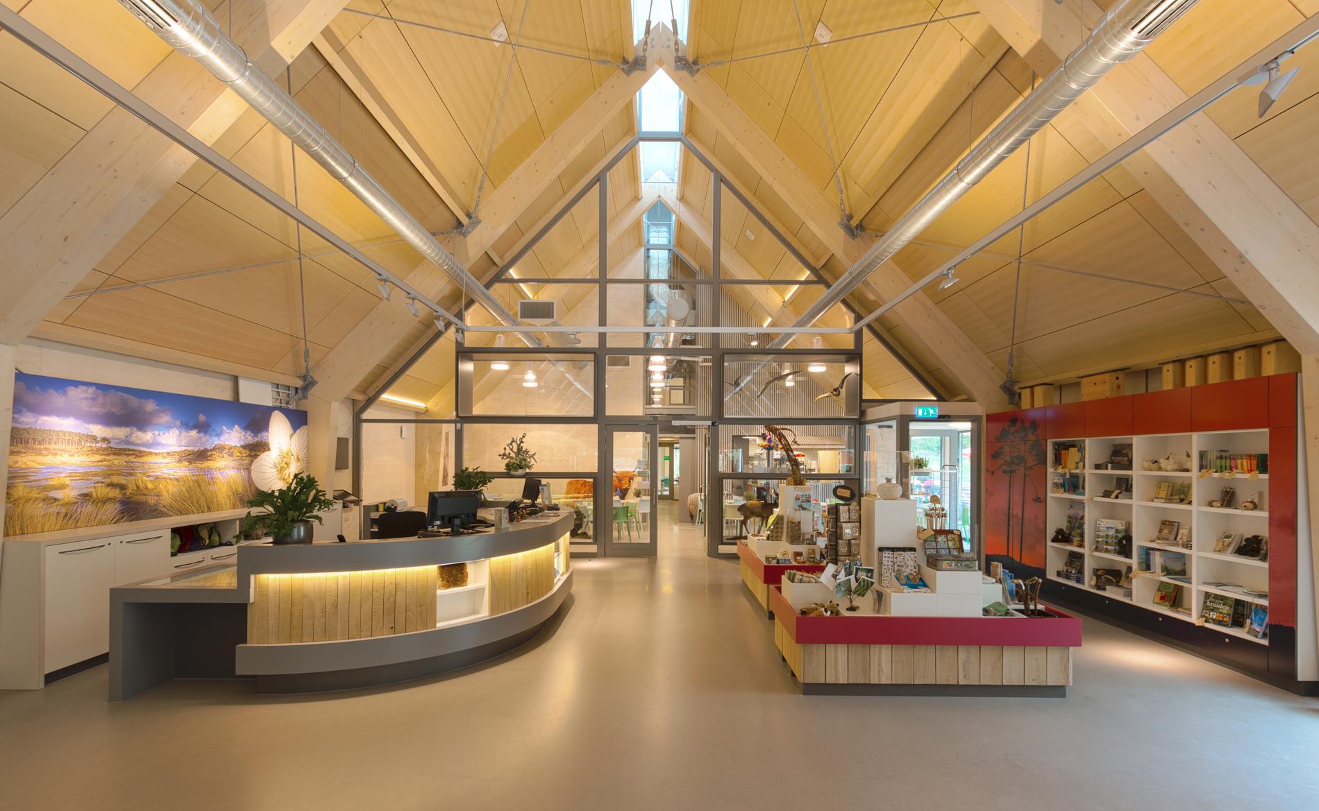 architect duurzaam bouwen Breeam bezoekerscentrum De Kennemerduinen Bloemendaal BBHD architecten Alkmaar moderne architectuur interieur