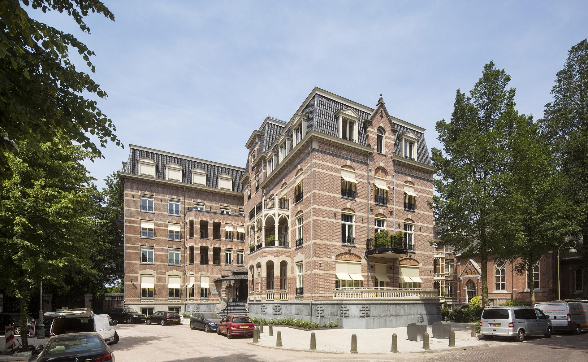 appartementen La Reine Amsterdam architect Ton van 't Hoff BBHD architecten nieuwbouwprijs transformatie