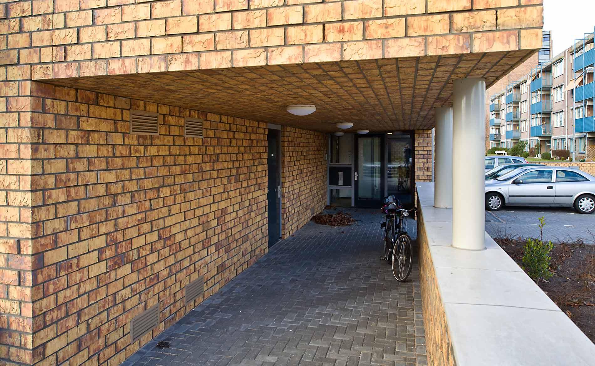 Brugwoningen appartementen ouderenhuisvesting modern urban villa Heemskerk BBHD architecten WoonopMaat