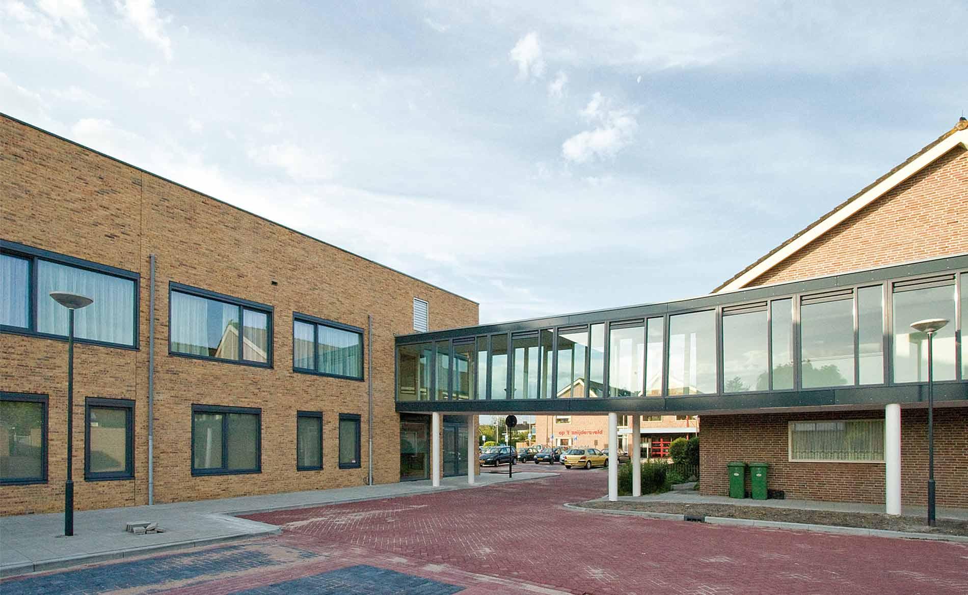 MFA woonzorggebouw ouderenhuisvesting appartementen huisarts apotheek peuterspeelzaal BBHD architecten Op-'t-Snijdersveld Obdam